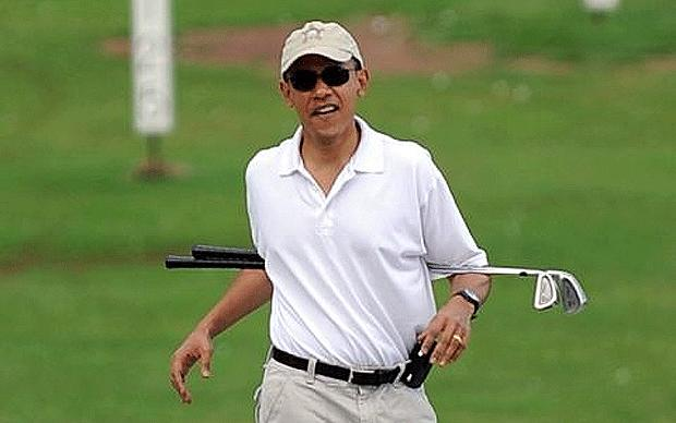 Obama golfs in Hawaii (Image Credit: AFP/GETTY)