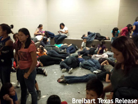 "U.S. Texas border flooded as ""children"" immigrants learning about Obama's open border polices and free meal tickets (Photo Credit: Breitbart, Texas)."
