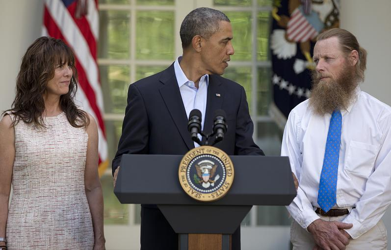 President Barack Obama makes a speech on the release of an American POW in Afghanistan in exchange for 5 high-level terrorists held by the U.S. at the U.S. military base in Guantánamo, Cuba. Pictured are parents of recovered Sgt. Bowe Bergdahl (Image Source: rp-online.de).