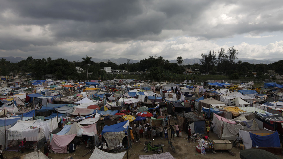 Locals living in make-shift tents waiting for basic assistance after M 7.0 earthquake hit Haiti (Image Credit: CNN).
